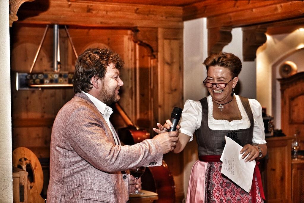 Hotelliere Angelika Falkner ist eine große Weinliebhaberin. In Albert Gesellmann hat sie einen Winzer an ihrer Seite, dessen Weine eines 5 Sterne Hauses würdig sind