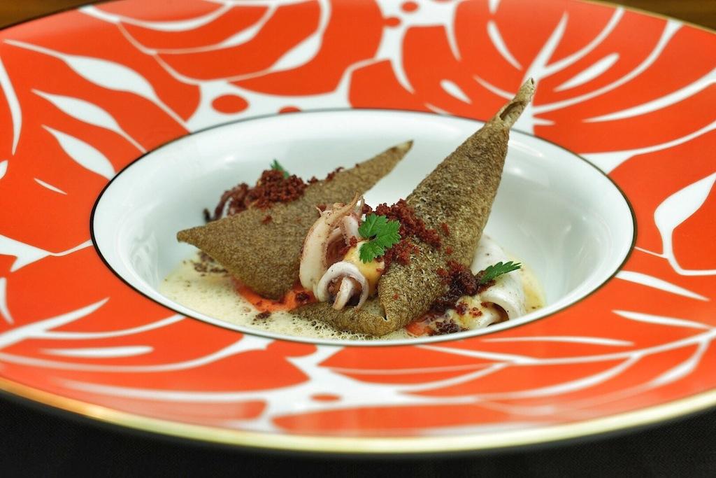 Auch das Auge kommt beim Genuss von Mario Dörings Kulinarik nicht zu kurz, wie hier bei Calamari, Chorizo und Paprika