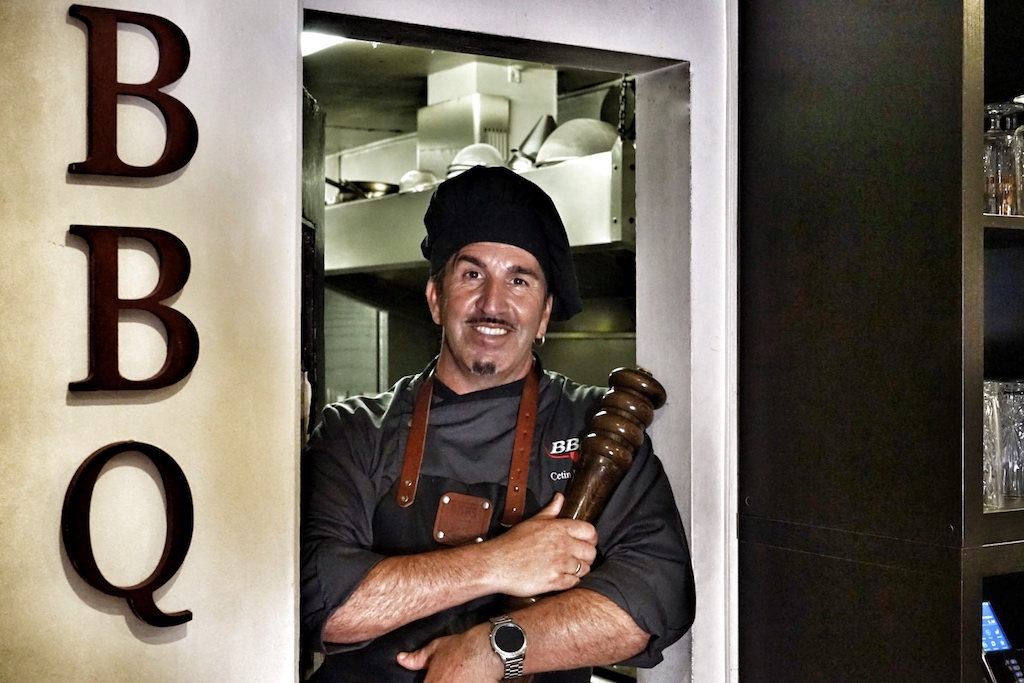 Cetin Bagiran: Sein Erfolgskonzept aus wahnsinnig gutem Essen und einer ordentlichen Portion Entertainment wird durch Mund-Zu-Mund-Propaganda weitergetragen