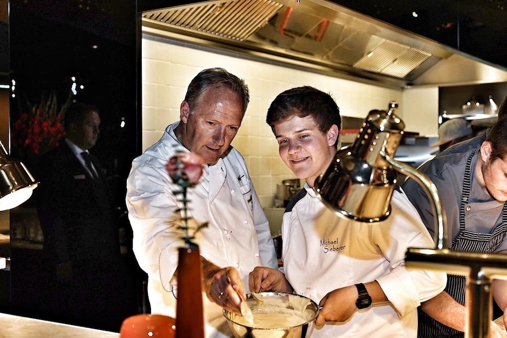 Vater und Lehrmeister Martin Sieberer (li.) - Sohn Michael (re.) hat ein großes Vorbild