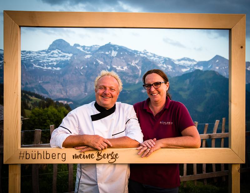 Anja und Gunter Steininger als Postkartenmotiv vom Bergrestaurant Bühlberg / © FrontRowSociety.net, Foto: Georg Berg