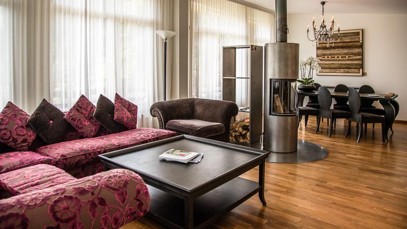 In der sehr geräumigen Alpine Spa Suite steht sogar ein Holzofen für die Gäste bereit / © FrontRowSociety.net, Foto: Georg Berg