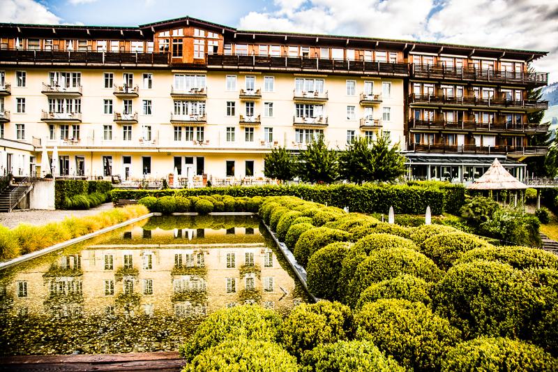 Inmitten eines parkähnlichen Geländes am Stadtrand von Lenk liegt das Hotel Lenkerhof. 80 Zimmer haben einen nach Süden ausgerichteten Balkon / © FrontRowSociety.net, Foto: Georg Berg