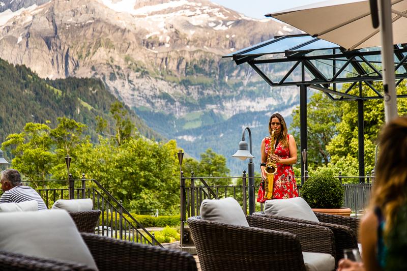Am Nachmittag auf der Terrasse und abends in der Lobby kommt die Musik nicht aus dem Lautsprecher, sondern wird live auf den Geschmack der Gäste angepasst / © FrontRowSociety.net, Foto: Georg Berg