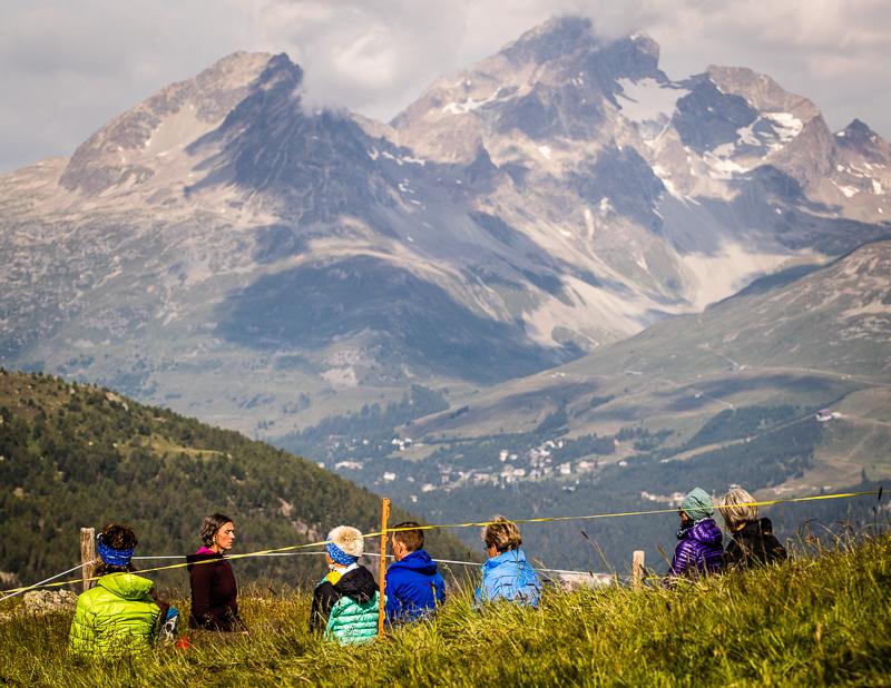 Höchste Konzentration auf den Bergen mit Meditationslehrerin Barbara Tuena / © FrontRowSociety.net, Foto: Georg Berg