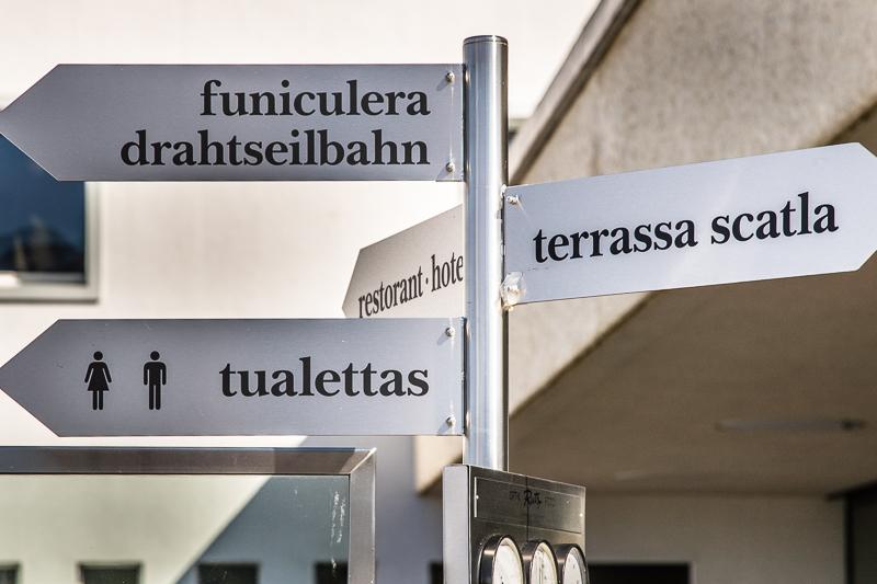 In der Schweiz ist auch das Rätoromanische, das nur von wenigen Menschen gesprochen wird, eine wichtige Sprache / © FrontRowSociety.net, Foto: Georg Berg