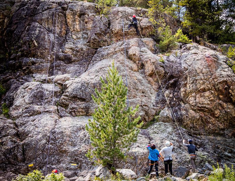 Auch wer noch nie so steile Felsen bezwungen hat lernt an sich ungeahnte Fähigkeiten kennen / © FrontRowSociety.net, Foto: Georg Berg