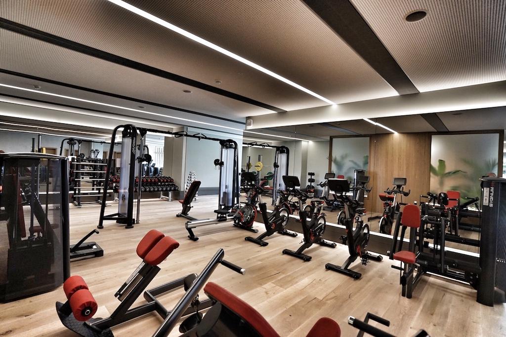 Ein Raum voller Möglichkeiten, aktiv im urlaub durchzustarten oder sich während einer Tagung sportlich zu fordern