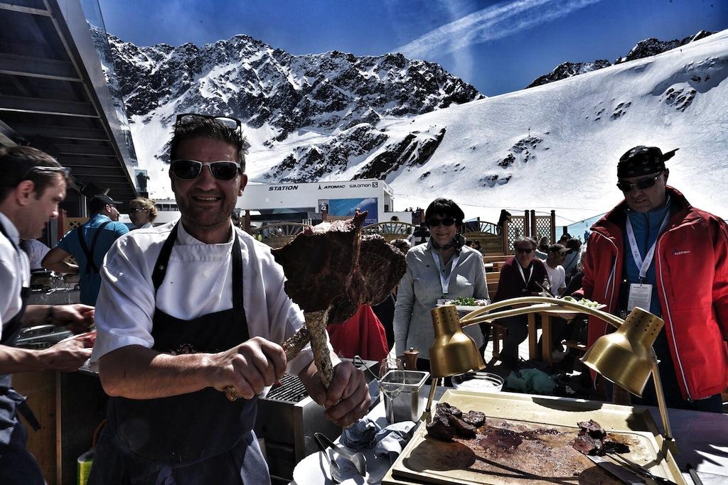 Mit Einkehrschwung ging es zum Lunch auf die Terrasse des neugestalteten Restaurants am Rettenbach Gletscher