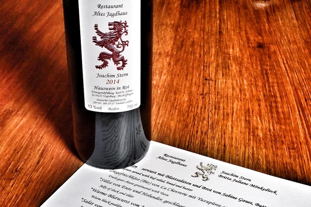 """Der Hauswein """"Restaurant Altes Jagdhaus"""" von Jochim Stern - hier eine 2014er Erzeugerabfüllung"""