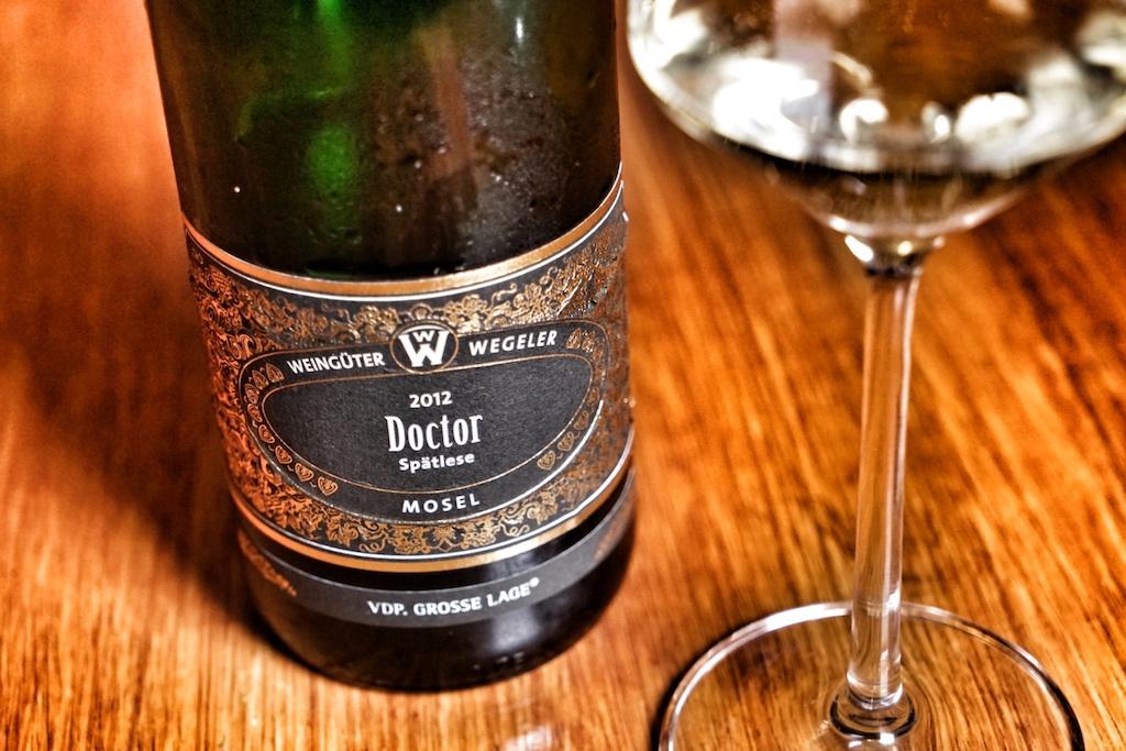 Harmonierend: Von den Weingütern Wegeler ein Doctor aus dem Jahre 2012