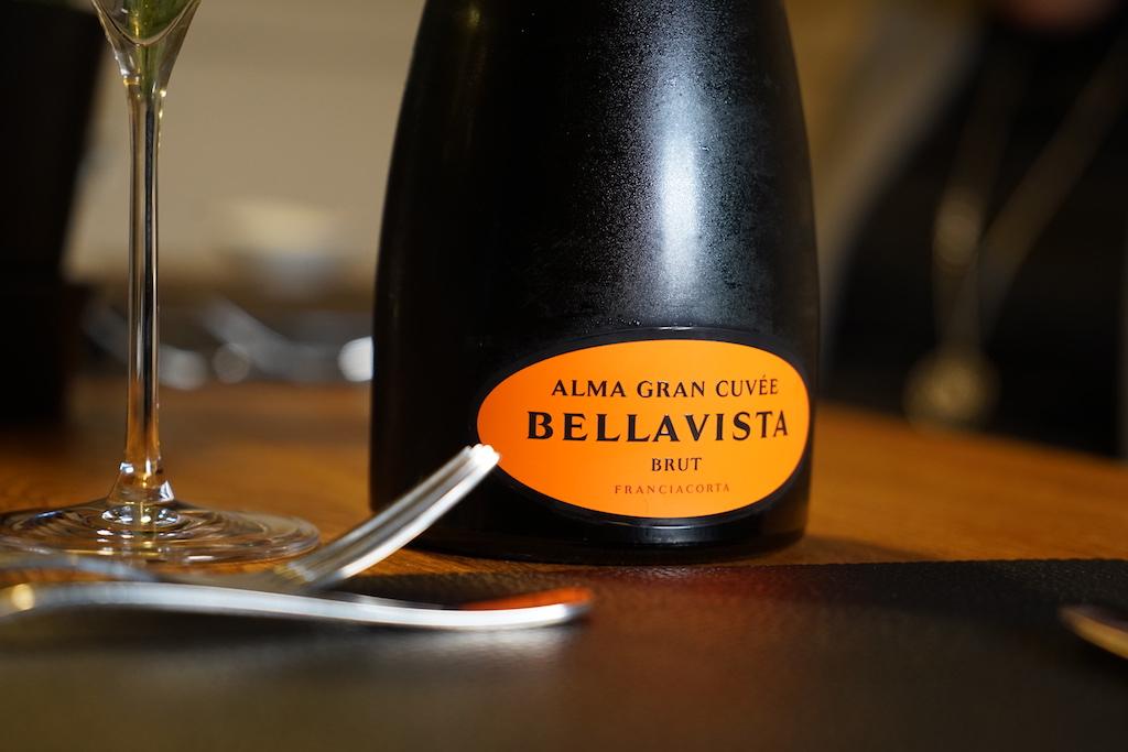 """Die Flasche """"Italo-Champagner"""" Alma Gran Cuvée Bellavista Brut wurde zur Begrüßung gereich"""