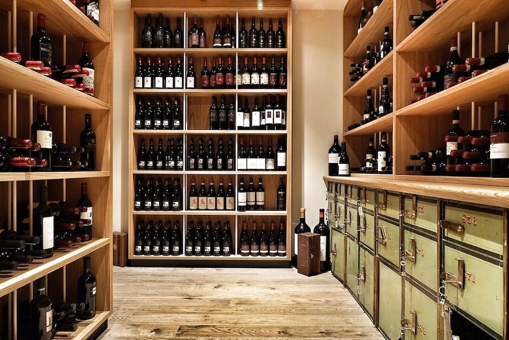 Im VINCE können edle Weine in angemieteten Tresorfächern gelagert werden
