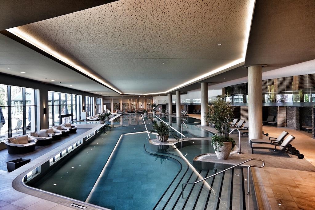 Mit den 50-Meter-Bahnen weist das Schwimmbecken zwar eine olympische Länge auf, aber zum Planschen ist es ebenso geeignet