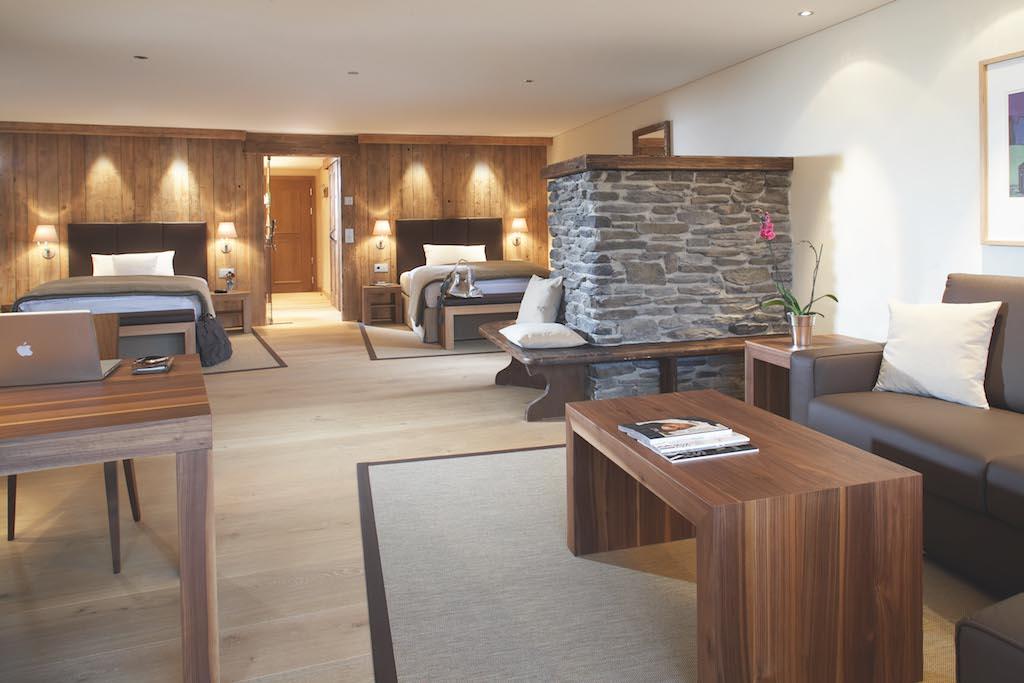 Auf der sechsten Etage sind die Zimmer und Suiten im Lodge-Stil gehalten