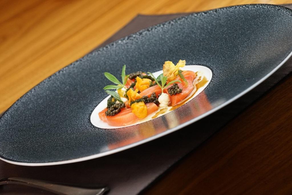 Fürstliche Genüsse: Ora King Lachs mit Kaviar vom Sibirischen Stör und Karottenchips