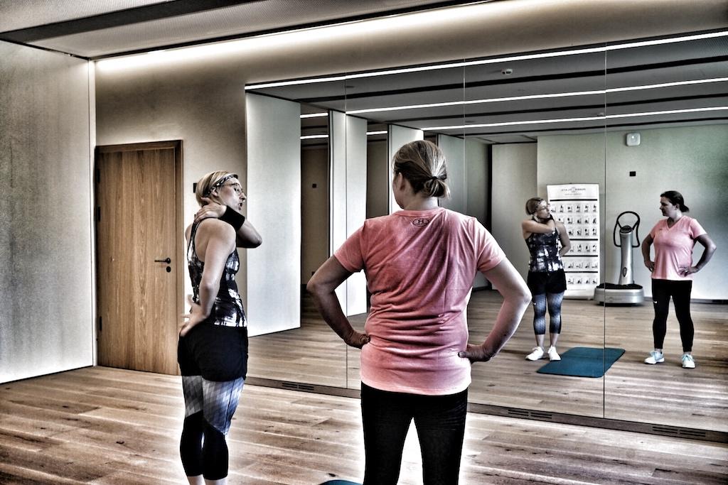 Spa-Managerin Lisa Marie Stangier trainiert mit einem, für jeden Gast individuell zugeschnittenen, Programm