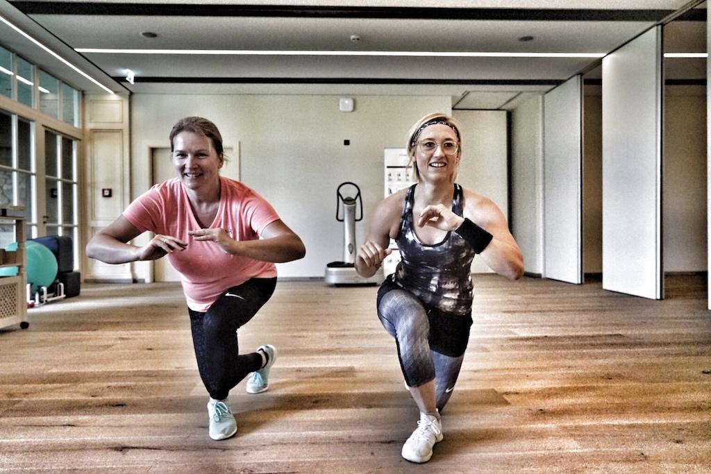 Spa-Managerin und diplomierte Fitnessökonomin Lisa Marie Stangier (re.) holt Sportenthusiasten auf ihrem Level ab, holt sie jedoch auch aus der Komfortzone