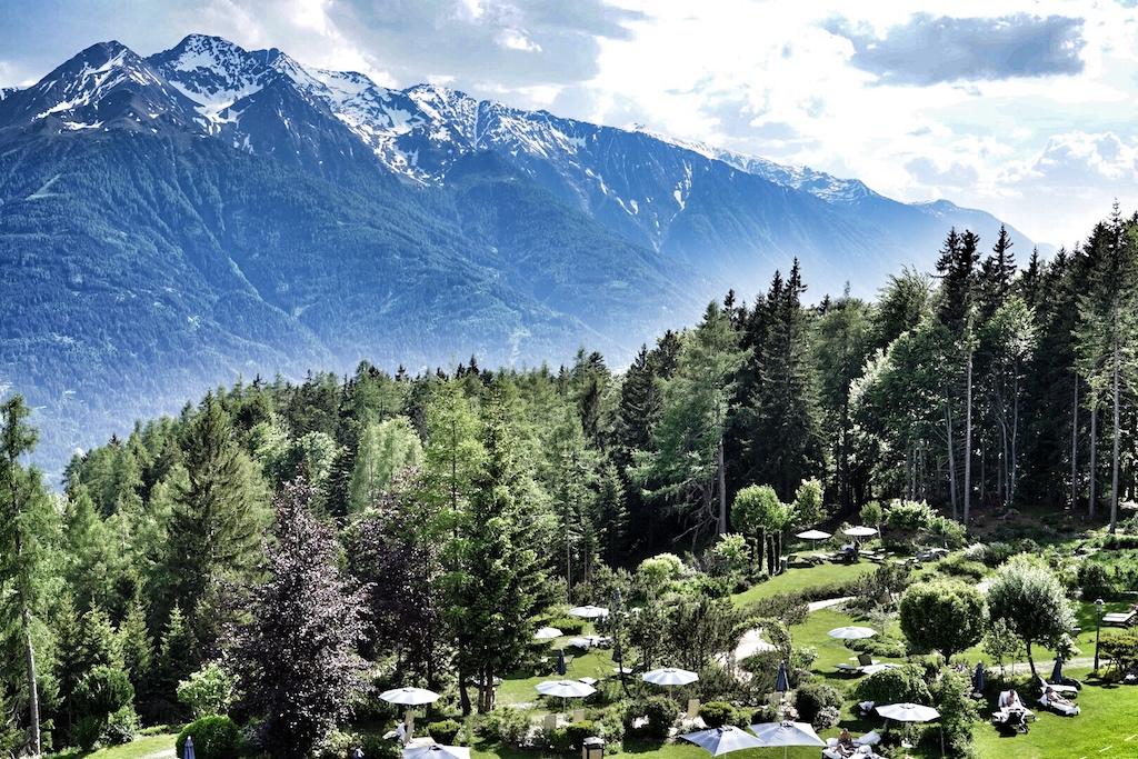Das 5 Sterne Superior Interalpen Hotel Tyrol - Luxus in jedem Winkel auf 1300 Metern Seehöhe. Selbst die Aussicht ist wie aus einem Bilderbuch gemacht / © Redaktion FrontRowSociety.net