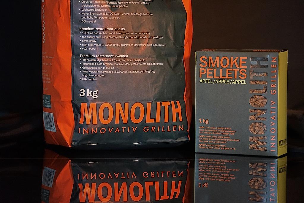 MONOLITH bietet zertifizierte Holzkohle sowie auch Pellets an