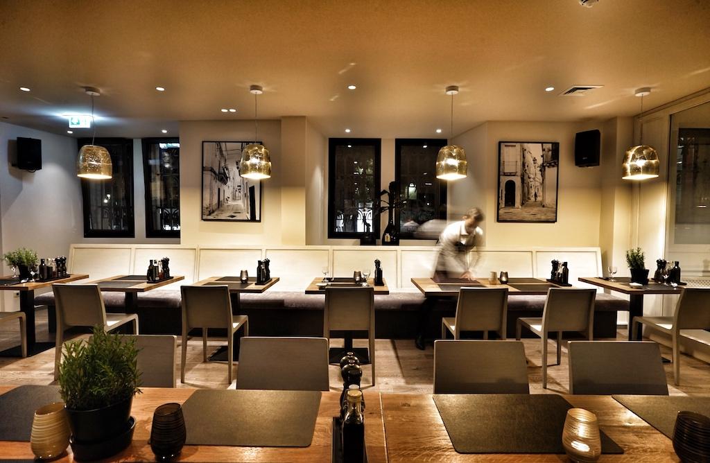 Das Restaurant VINCE besteht aus verschiedenen Bereichen, kleinen Nischen und einem Séparée