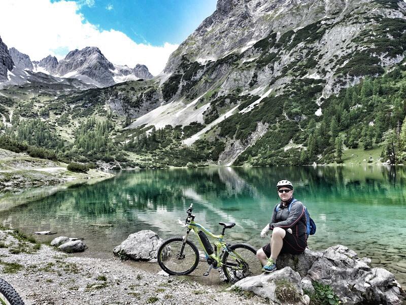 Auch eine Mountainbike-Tour zum Seebensee, welcher 22 Kilometer vom Interalpen-Hotel Tyrol entfernt liegt, ist eine angenehme Herausforderung