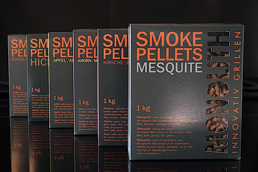 Auch von MONOLITH gibt es Smoke Pellets, wie Ahorn, Buche, Kirsche, Mesquite, Apfel oder etwa Hickory