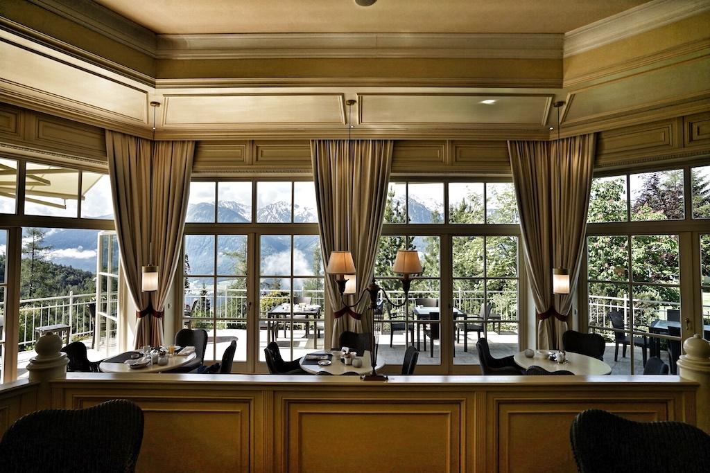 Das idyllische Spa-Restaurant frohlockt mit einem, gemessen an dem opulenten Buffet der Stuben, reduziertem, dennoch üppigen Frühstücksbuffet sowie gesunden Gerichten für zwischendurch