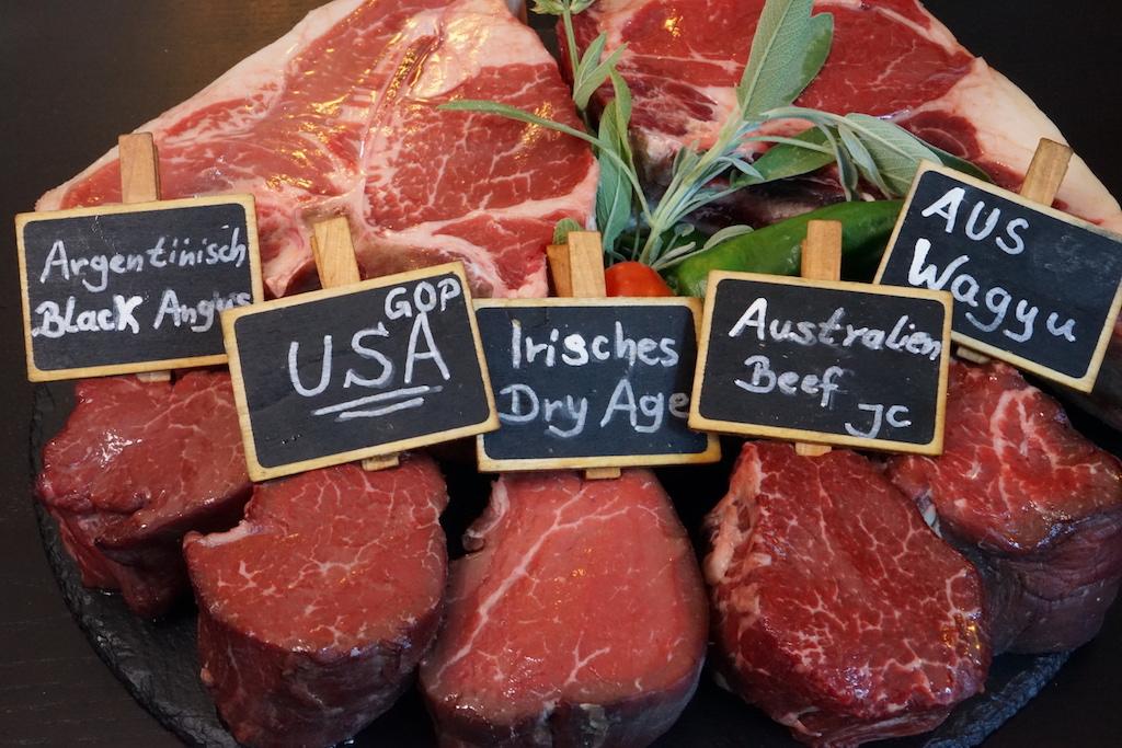 Beim besten Steakhouse Hannovers gibt es auch das beste Fleisch - nur mit erstklassigen Produkten lassen sich auch hervorragende Ergebnisse erzielen