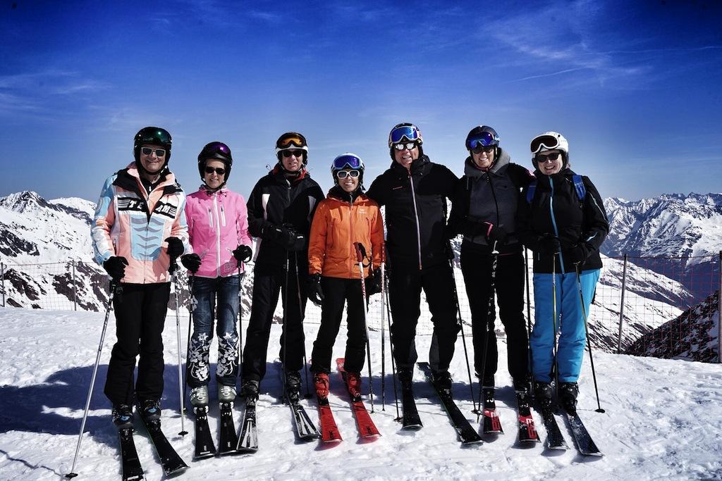 """Die coolste Skigruppe bei """"Wein am Berg"""" mit Ingrid Salvenmoser in der Mitte. Es waren zwei schöne Schneetage mit euch"""