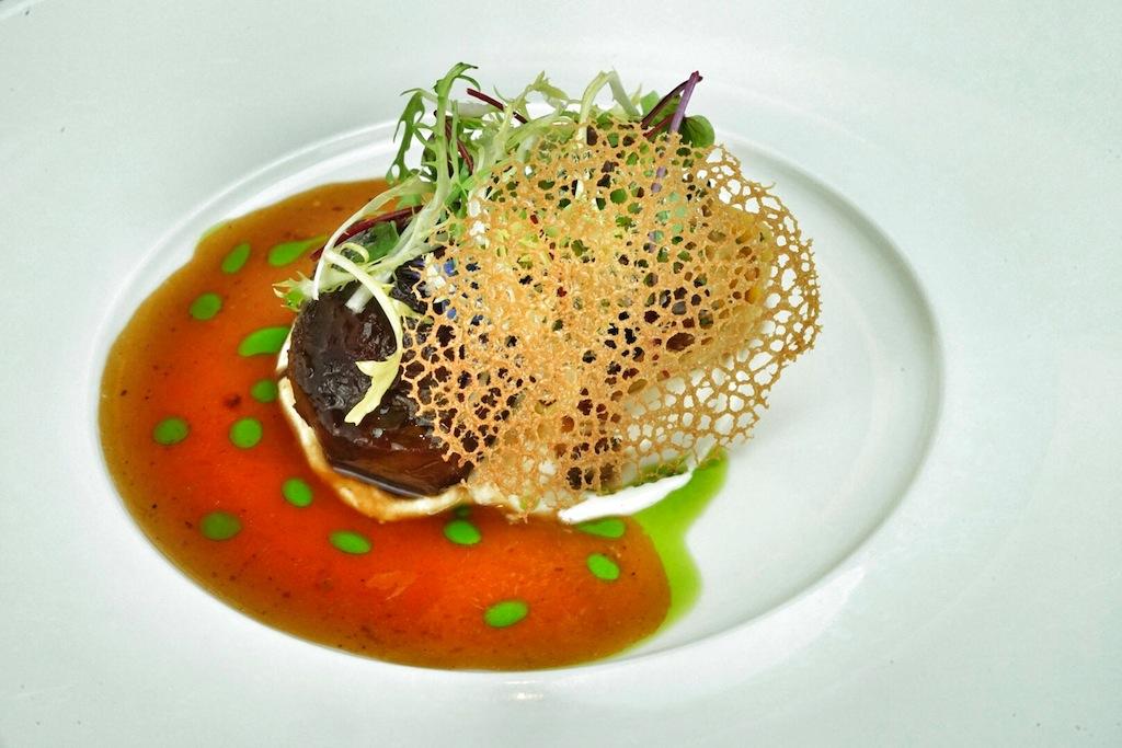 Wer Wien einen Besuch abstattet, sollte unbedingt Stefan Speiser in seinem Restaurant Aperon aufsuchen. Er offerierte am Eröffnungsabend ein fantastisches Mangalitzabackerl