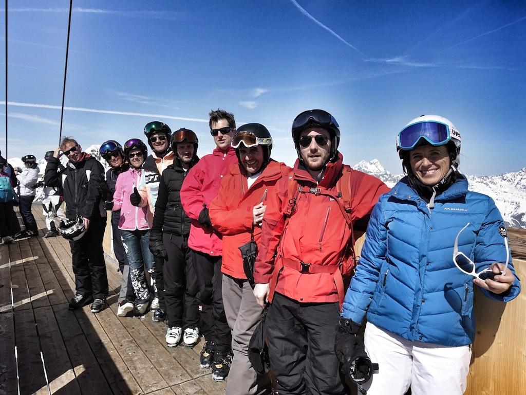 Die langjährige Skirennläuferin Ingrid Salvenmoser (vorn im Bild) betreibt heute eine Skischule in Scheffau am Wilden Kaiser. Skifahren wie ein Weltmeister kann man bei ihr auf jeden Fall lernen und das mit einer großen Portion Gaudi