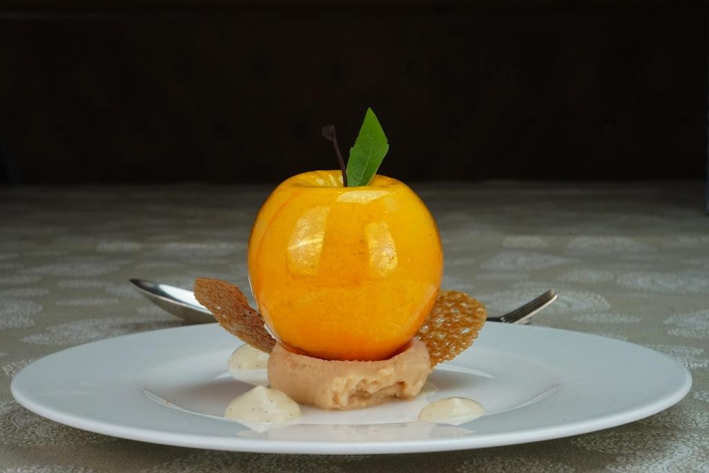 Auch das Dessert kam aus dem Hause Central. Chef Pâtissier Raffaele de Luca trumpfte mit einer perfekte Interpretation eines Apfels