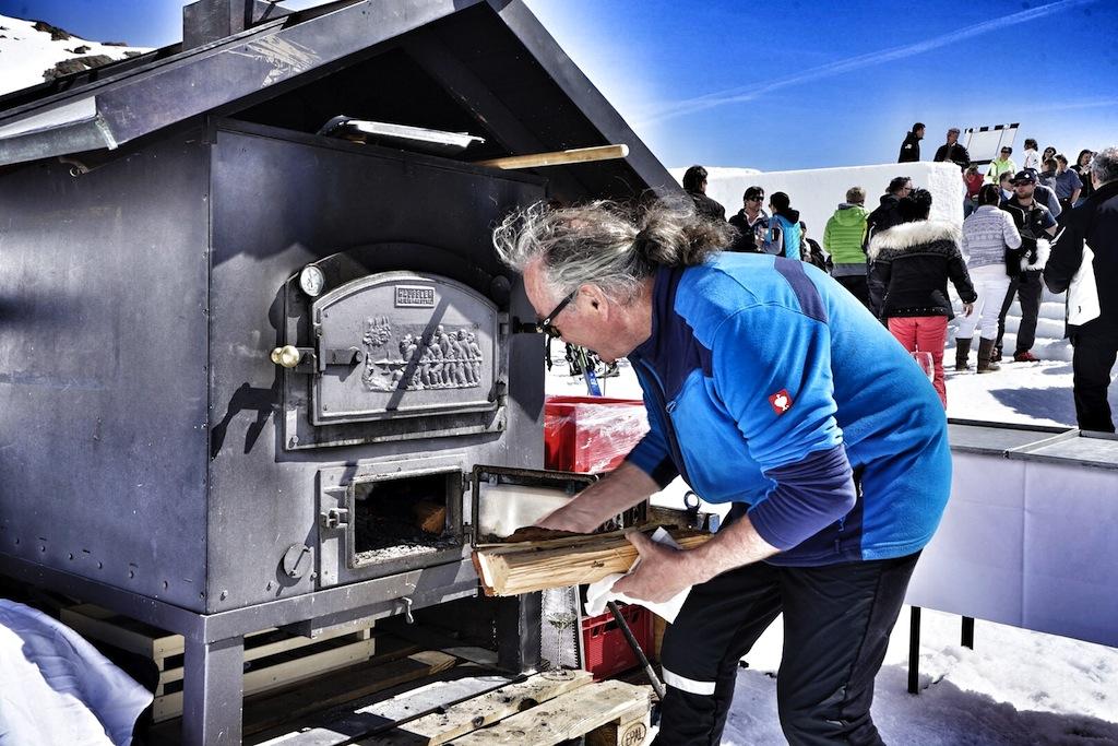 Norbet Ruetz heizte seinem mobilen Holzofen auf Söldens Gletscher ordentlich ein