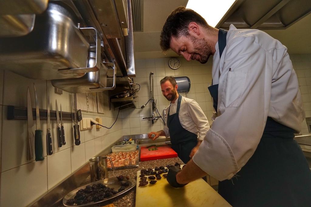 Teamwork: Chef de Cuisine Diego Sales (re,) und sein Sous-Chef Rudi Flam (li.)