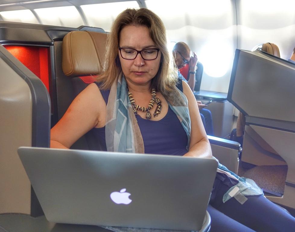 Auch auf dem Weiterflug von Johannesburg nach Kapstadt war Redakteurin Annett Conrad ganz aktiv