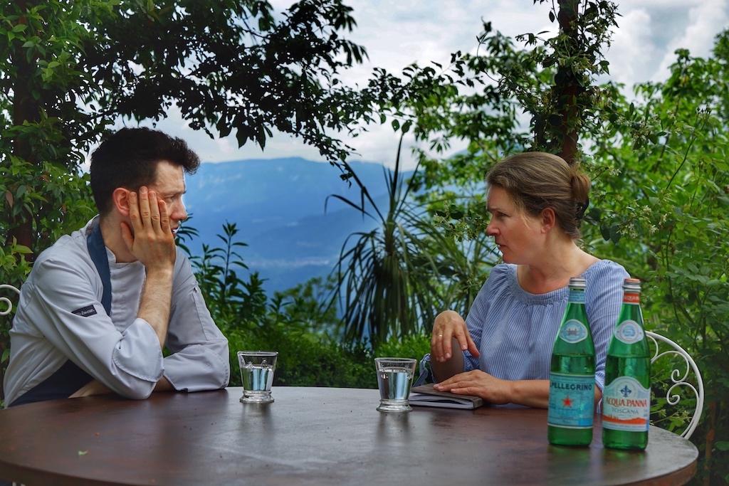 Chefs-Table: Küchenchef Diego Sales im Gespräch im Redakteurin Annett Conrad