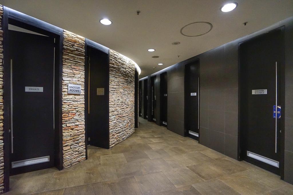 Modernes Innendesign, von den Duschen bis hin ..