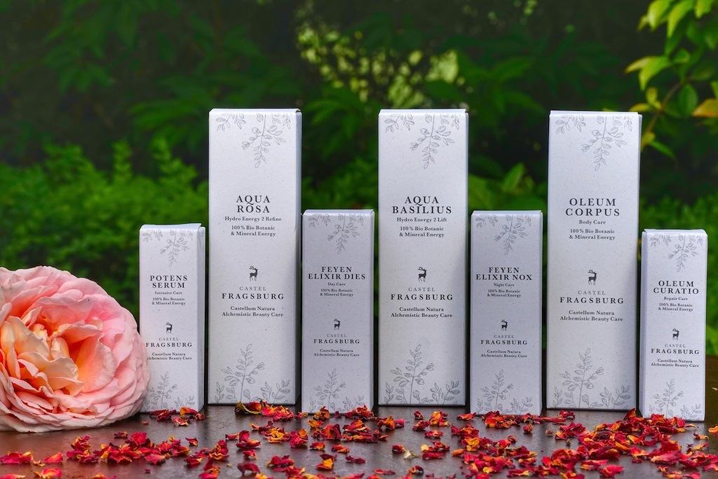 Der Stolz der Fragsburg - Castellum Natura Alchemistic Beauty Care. Eine Pflegeserien vereint die Idee von Isabelle Hahn mit dem Wissen und den Fähigkeiten von Renate De Mario Gamper