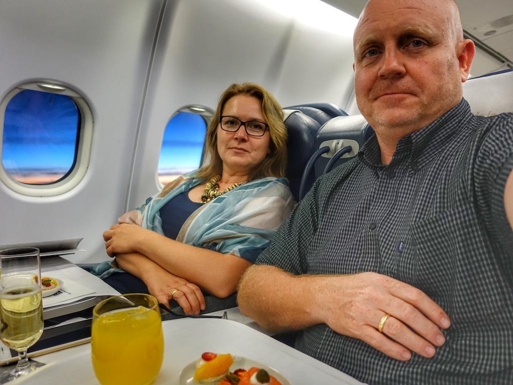 Schnell ein Selfie: Ob beim Dinieren oder beim Entertainment-Programm. Die Herausgeber des Luxus & Lifestyle Magazins FrontRowSociety Annett und Andreas Conrad haben sich bei South African Airways gut aufgehoben gefühlt
