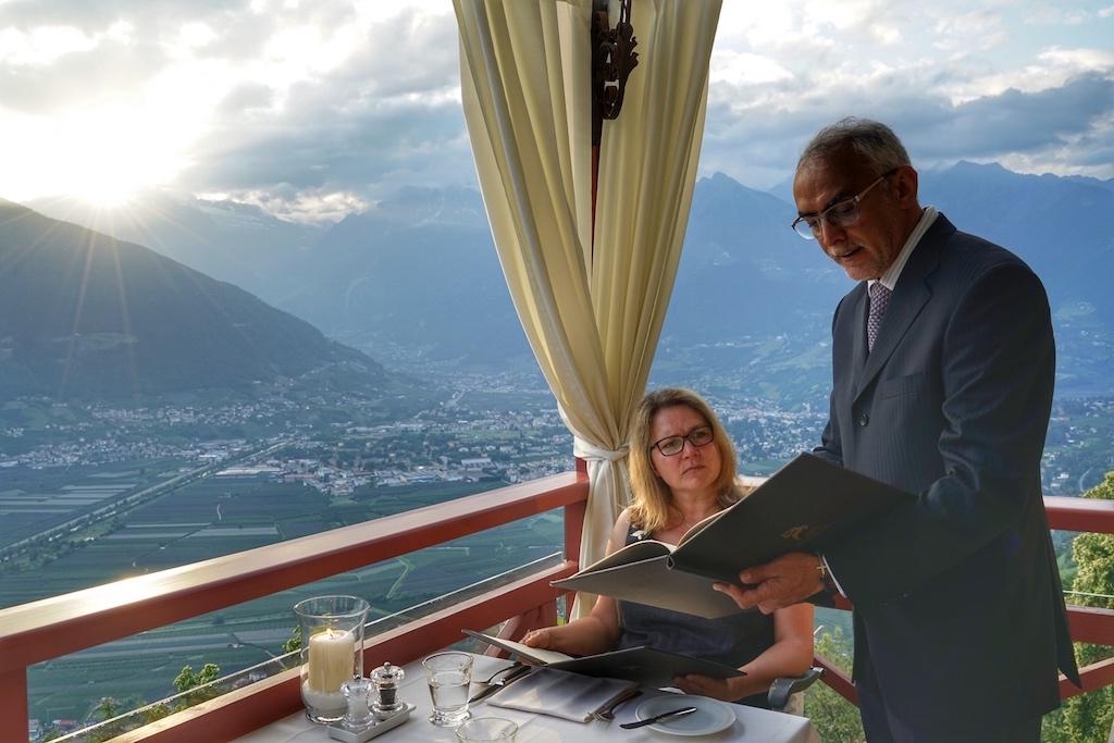 Kompetente Beratung zum Thema Wein darf im kleinsten 5 Sterne Hotel der italienischen Alpen erwartet werden