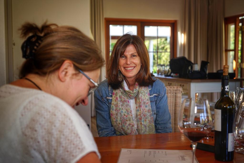 Susan und Annett beim Weintasting