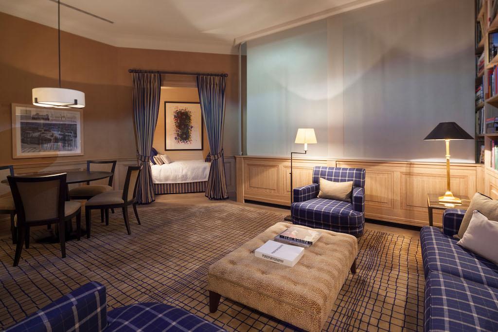Die Grande Suite ist in gedeckten Farben gehalten und hinterlässt einen feudalen Eindruck
