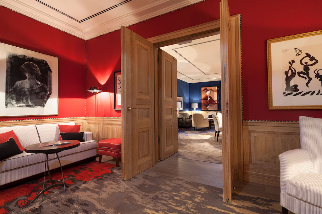 Die verschiedenen VIP-Suiten können auch miteinander verbunden werden wir hier die Red Royal und die Blue Royal Suite