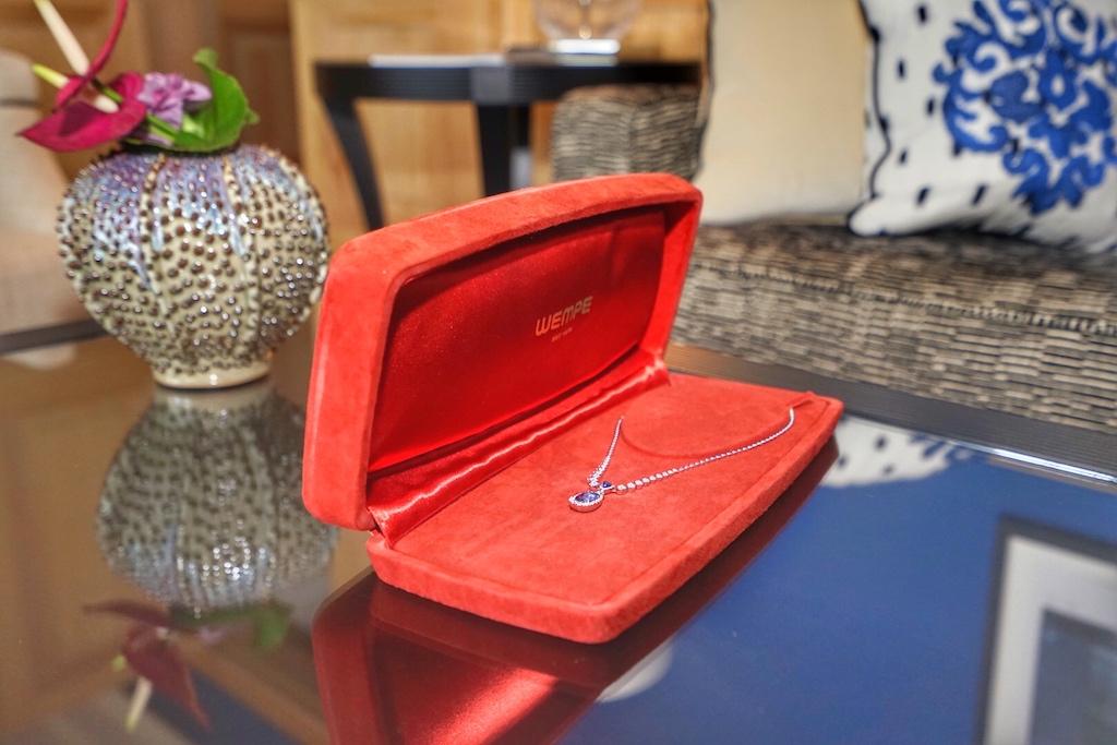 Edle Verpackung für den kostbaren Inhalt - stilsichere Eleganz zeichnet die Wempe Schmuckkollektion BY KIM aus