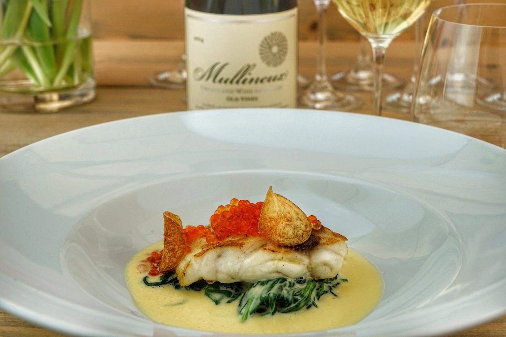 Die klassische Beurre Blanc beeindruckte mit einer dezenten Zwiebelnote, mit Nordsee-Steinbutt, Blattspinat und Kaviar eine fantastische Kombination