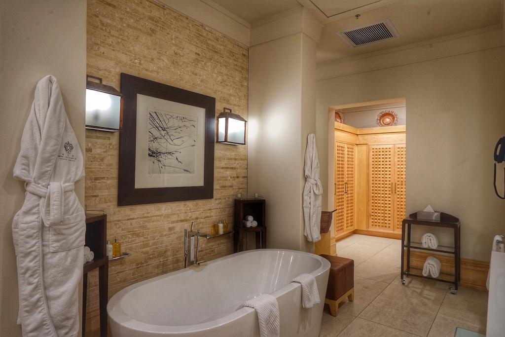 ... über die komfortablen Badezimmer, ...