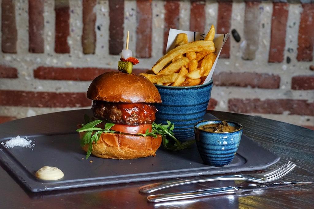 Ein echter Allrounder ist der Bascule-Burger mit Wagyu-Beef