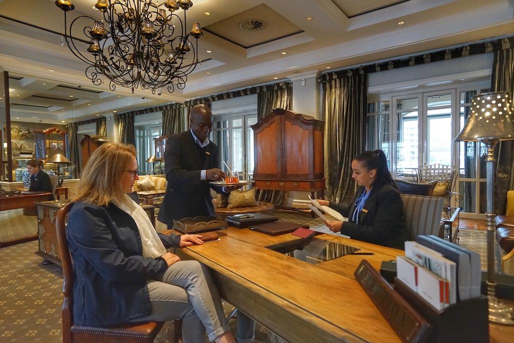 Das Team des Cape Grace ist um alle Wünsche seiner Gäste bemüht, ob die Buchung des Restaurants, den besonderen Ausflug oder die Führung durch das Museum
