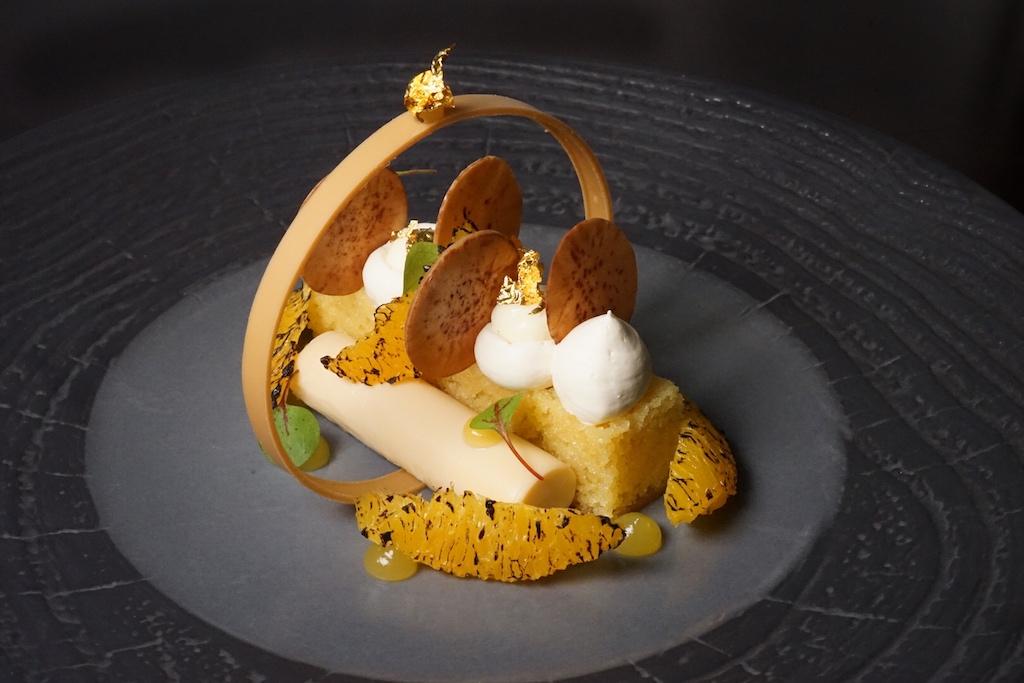 MALVA PUDDING 185: Amarula Crème, Orangenmousse, verkohlte Orange, Vanillepudding und Orangengel - einfach ein toller Hingucker